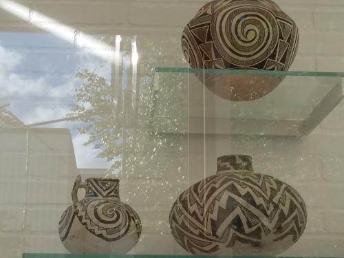 Precolumbian pots 20160911_144713.png